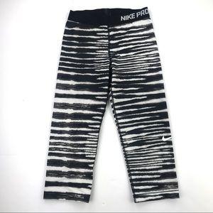 Nike• Crop Leggings